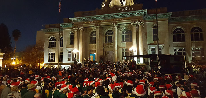 santas on courthouse square